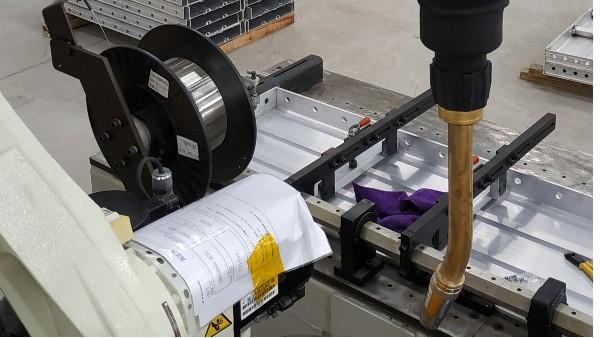 机器人水冷焊枪 铝焊 川崎机器人.jpg