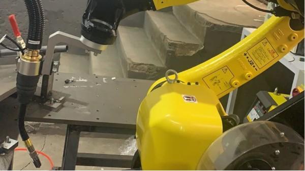 机器人焊枪如何摆放